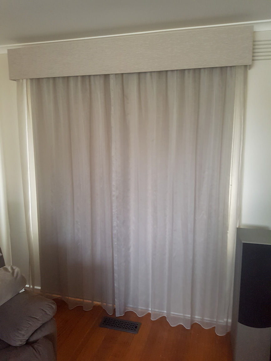 Gathered Sheer Curtains over Roller Blind, with Pelmet