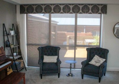 Padded pelmet with screen roller blinds