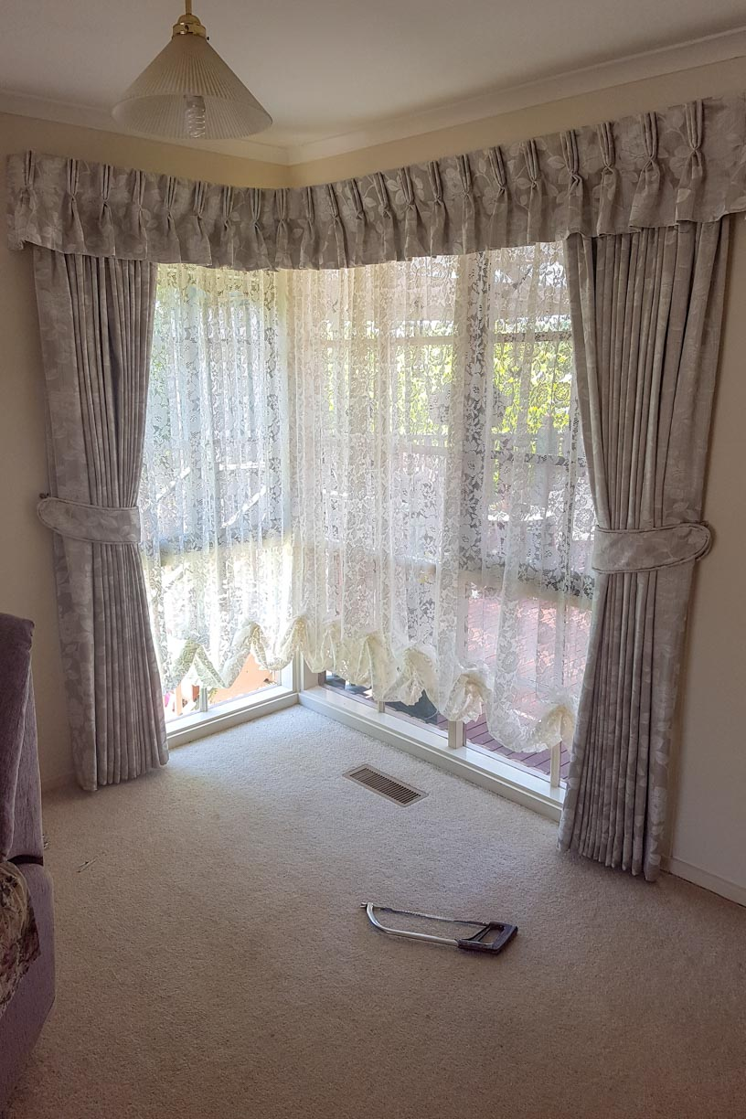 Pinch Pleated Lined Curtains with Pinch Pleated Valance, and lace fixed austrian curtains