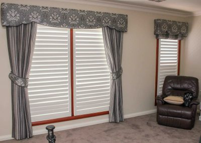 Pinch pleated lined curtains with padded pelmets and coordinating tiebacks. With coordinating roman and pelmet on smaller window