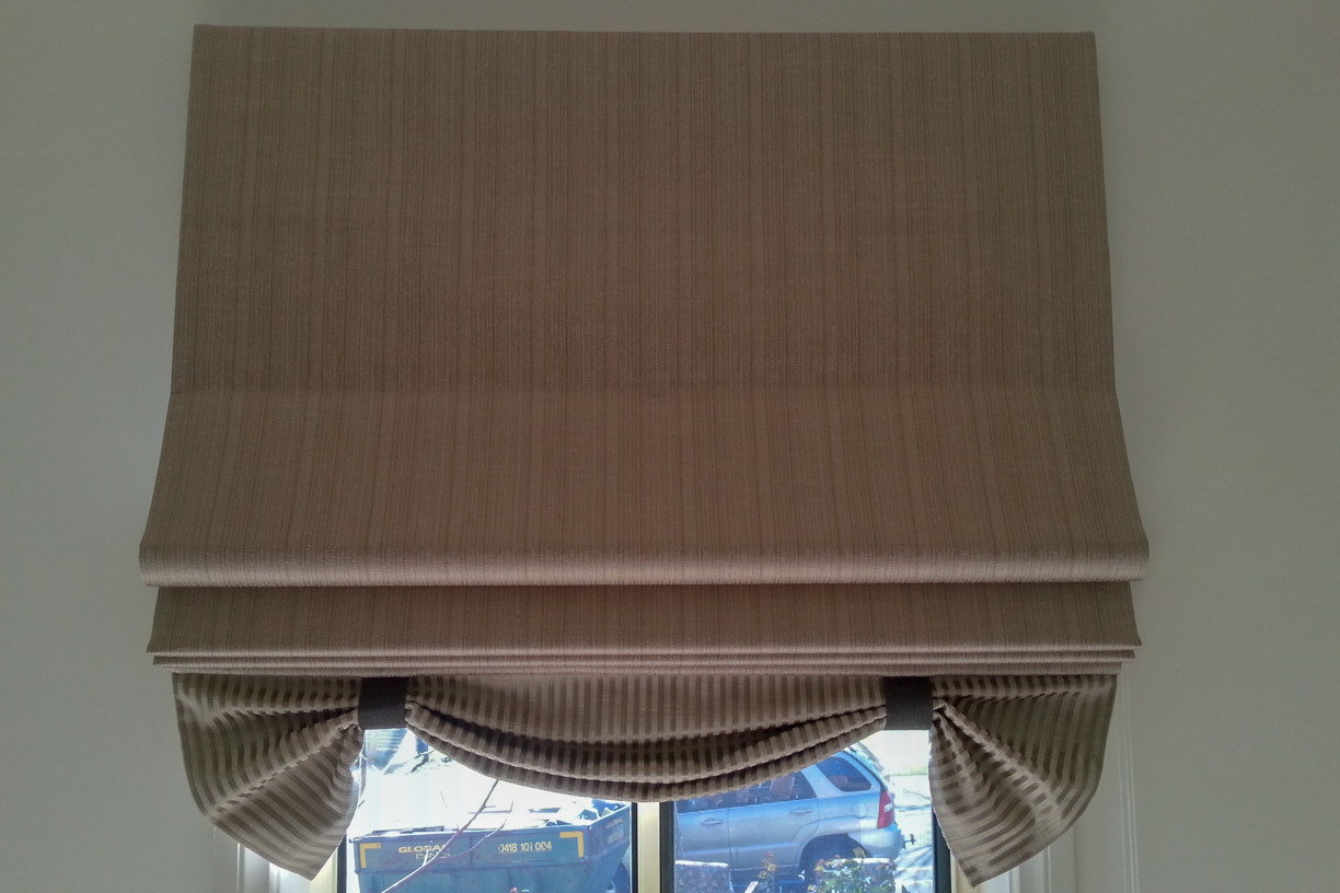 Soft Roman Blind with Swag Base