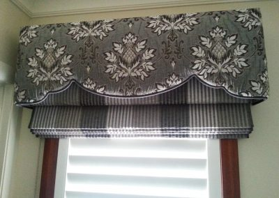 Padded & Shaped Pelmet over soft roman blind (1)